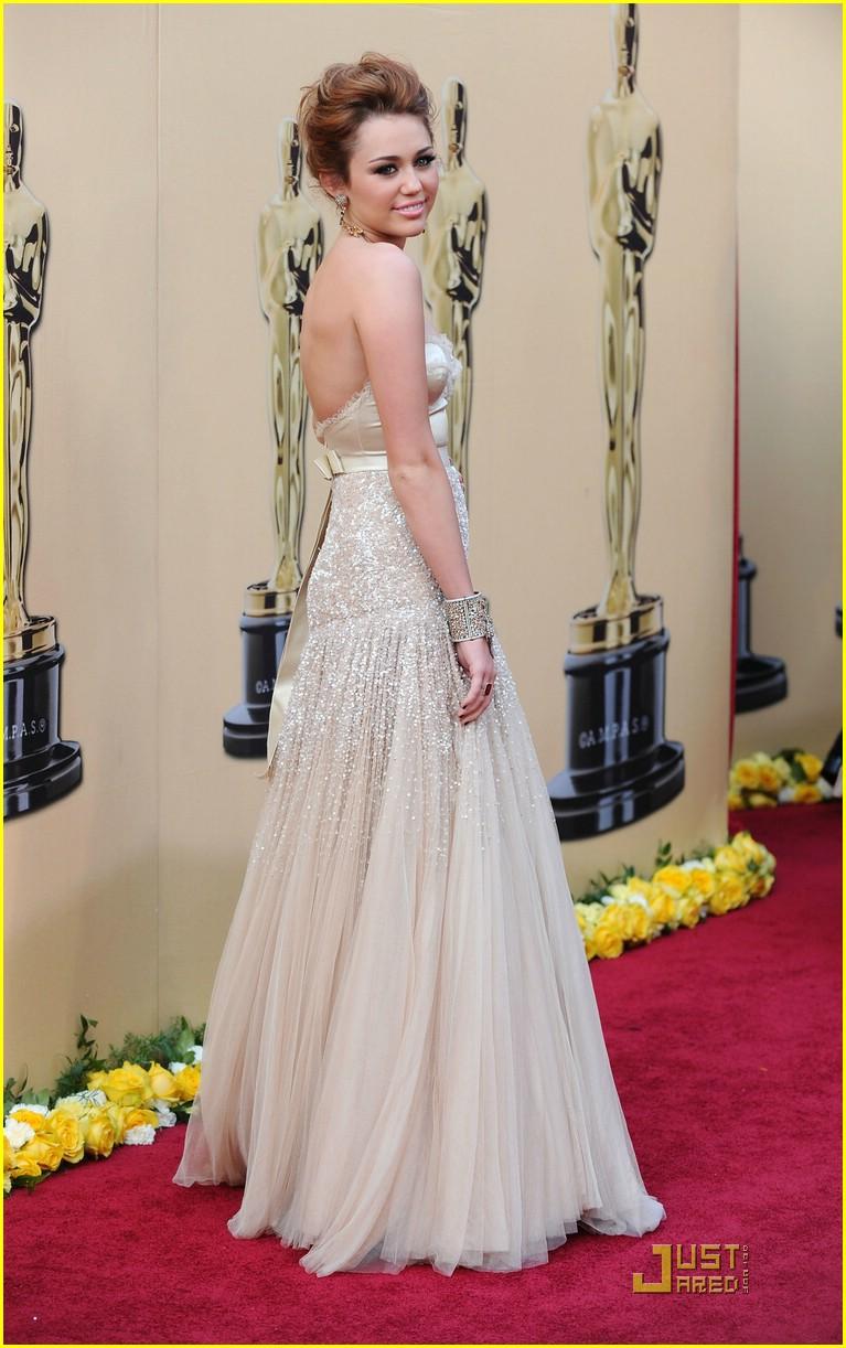 Майли сайрус в свадебном платье