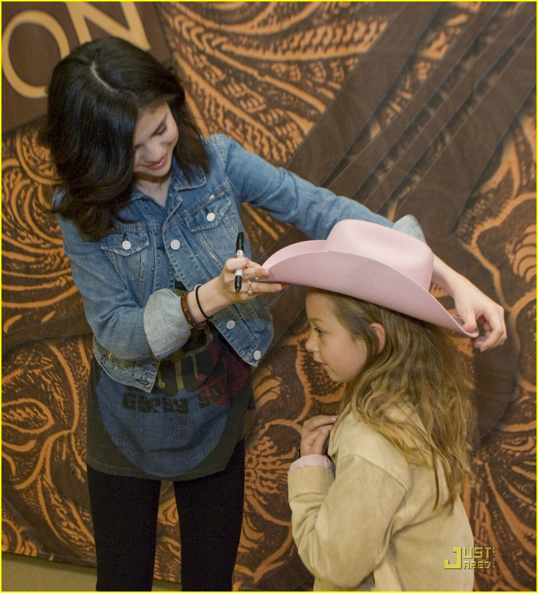 selena gomez meet greet houston 03