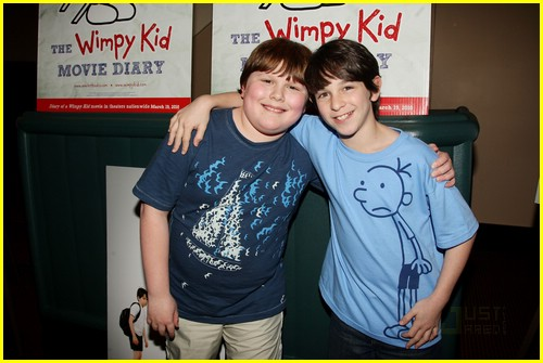 zachary gordon palace signing 04