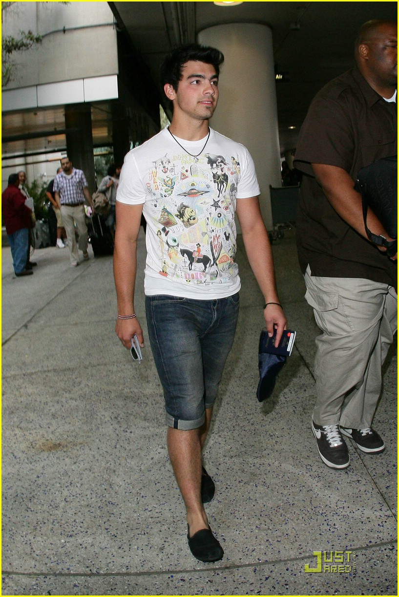 joe jonas cabo cutoffs 04