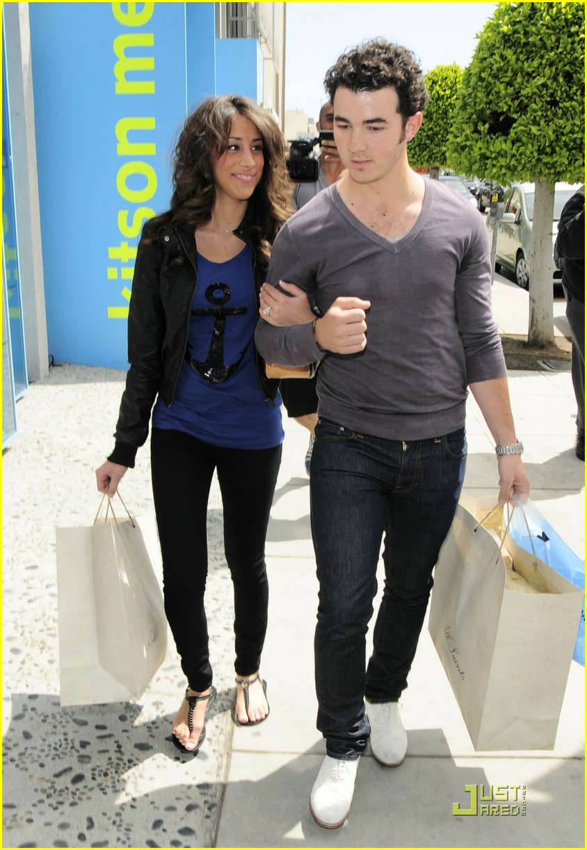kevin danielle jonas cute kitson 12