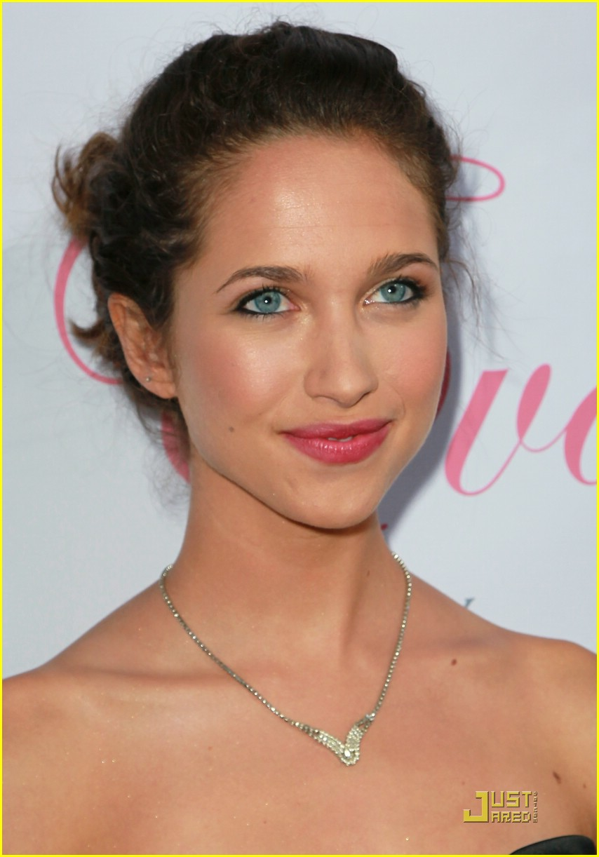maiara walsh eva launch 11