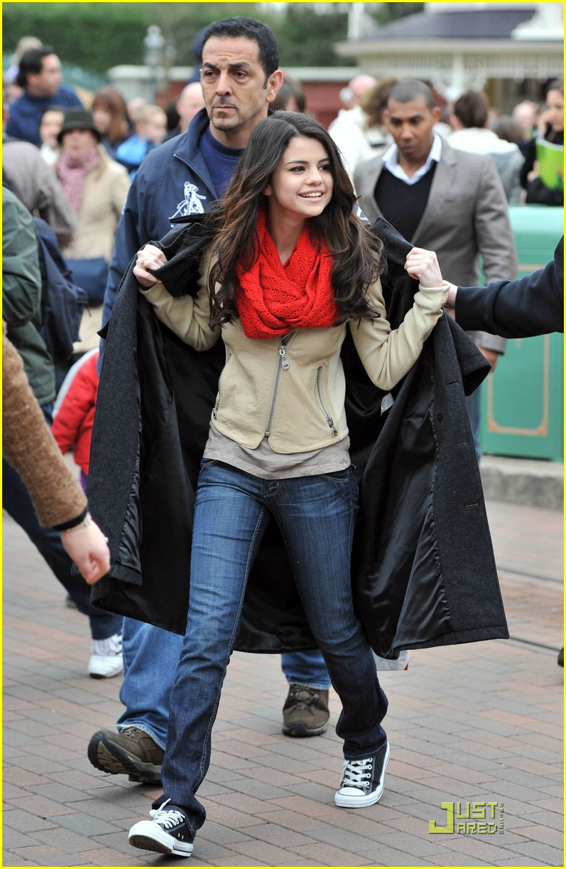 selena gomez bonjour disneyland 08