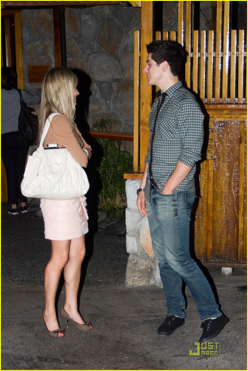david henrie and elle mclemore dating David henrie și selena gomez: au avut o relaţie în iunie 2013.
