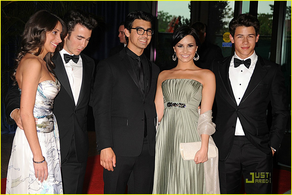 jonas brothers white house correspondent dinner 01