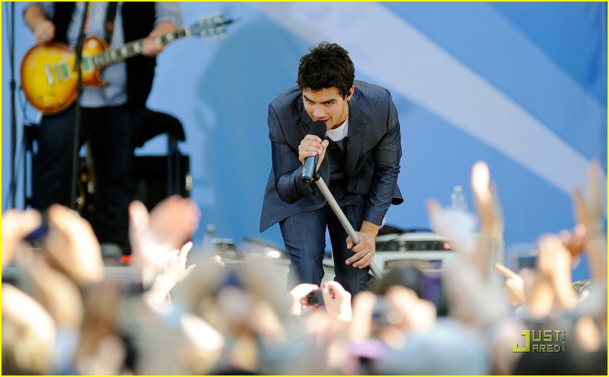jonas brothers demi lovato gma 10