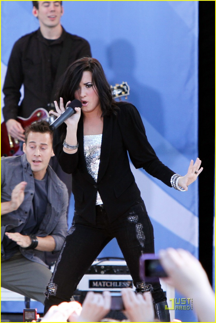 jonas brothers demi lovato gma 36
