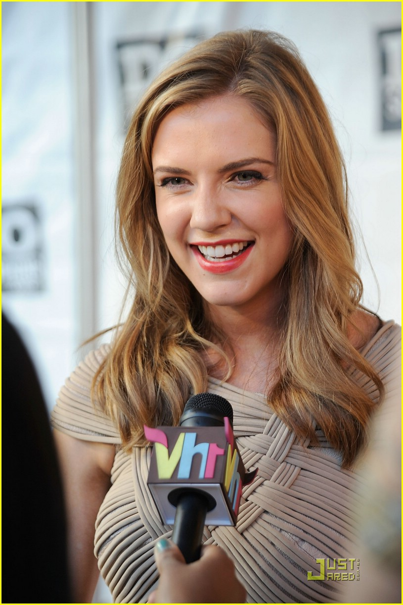 sara canning do something 05