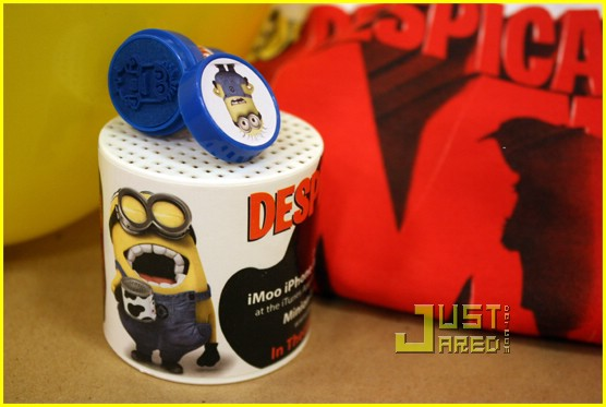 win despicable me prize pack 01