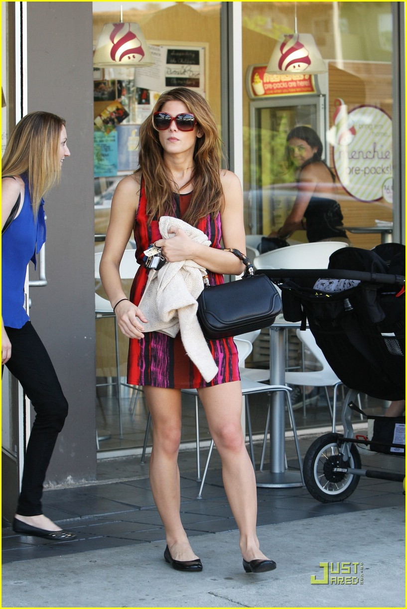 ashley greene menchies 01