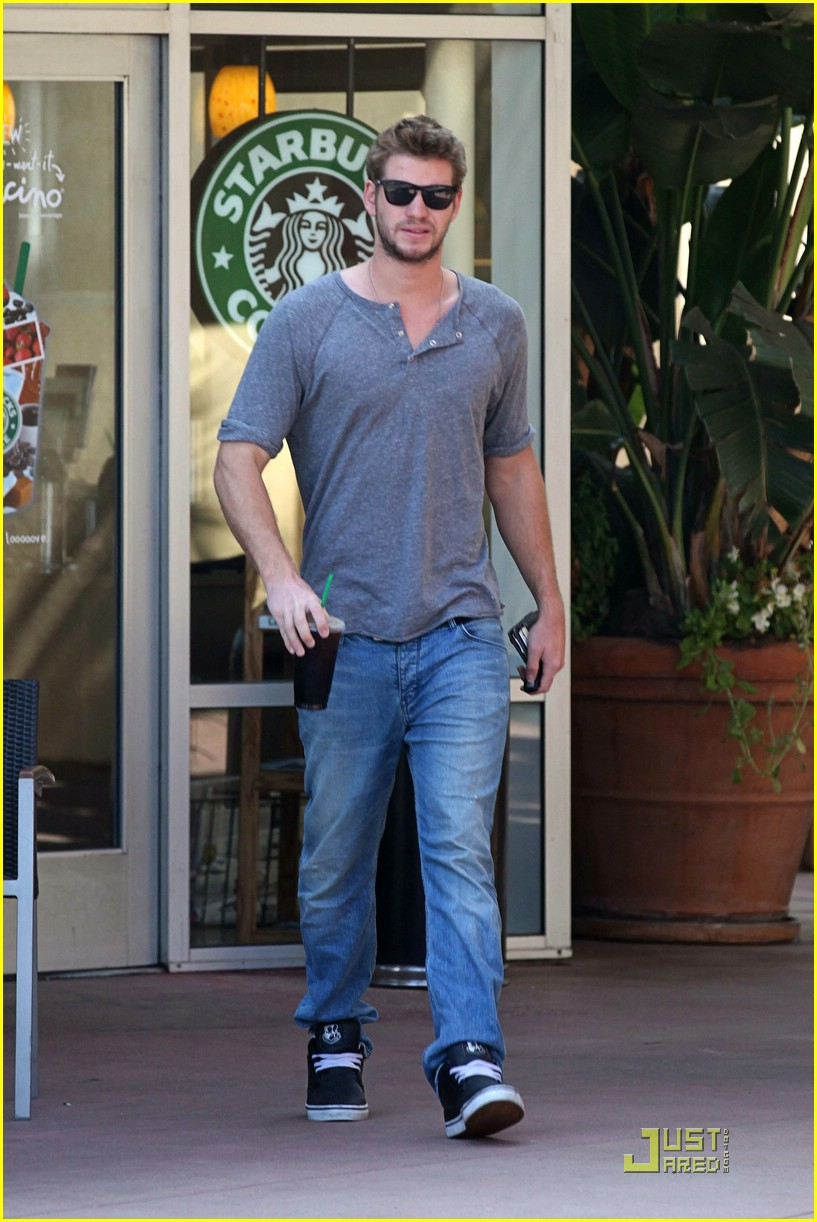 liam hemsworth starbucks stud 08