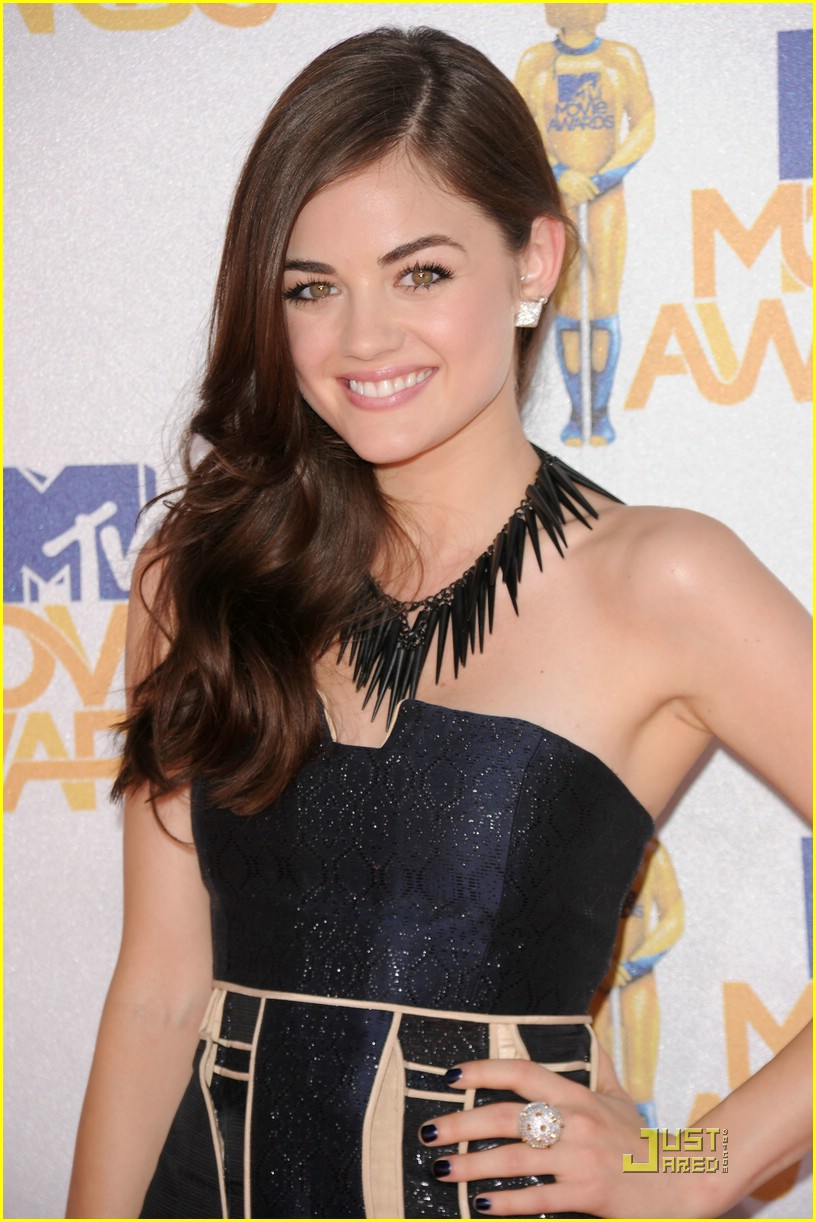 lucy hale mtv awards 03