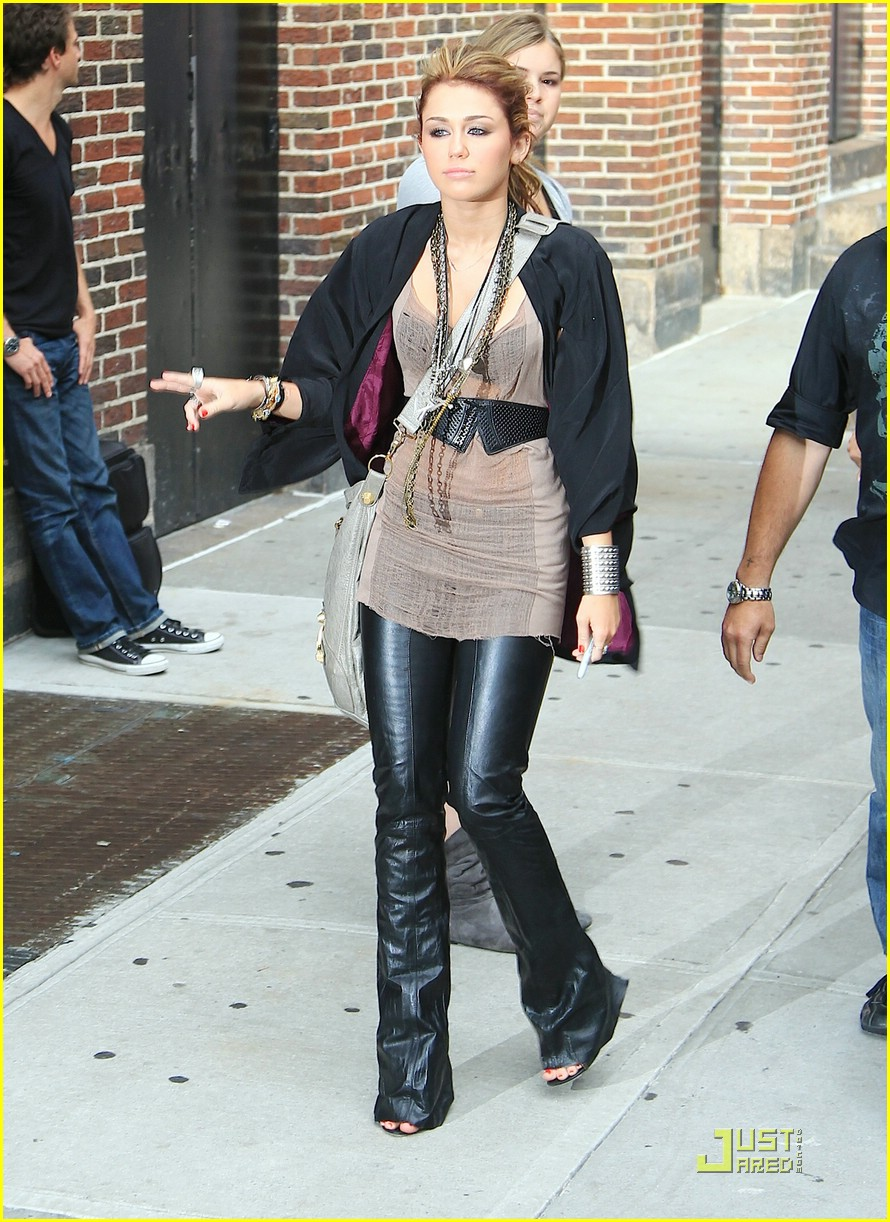 miley cyrus liam hemsworth letterman 10
