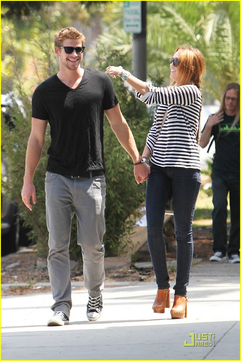 miley cyrus liam hemsworth melrose 02
