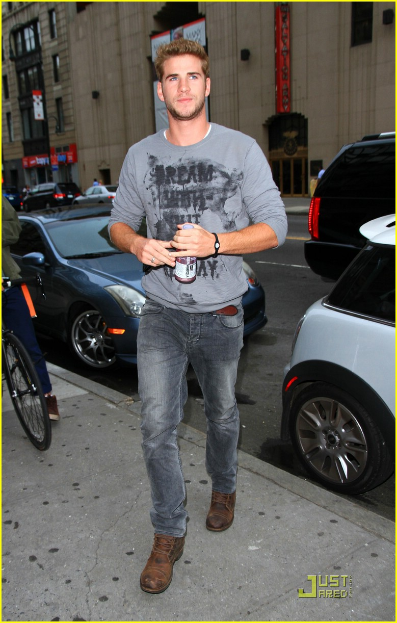 miley cyrus liam hemsworth nyc 02