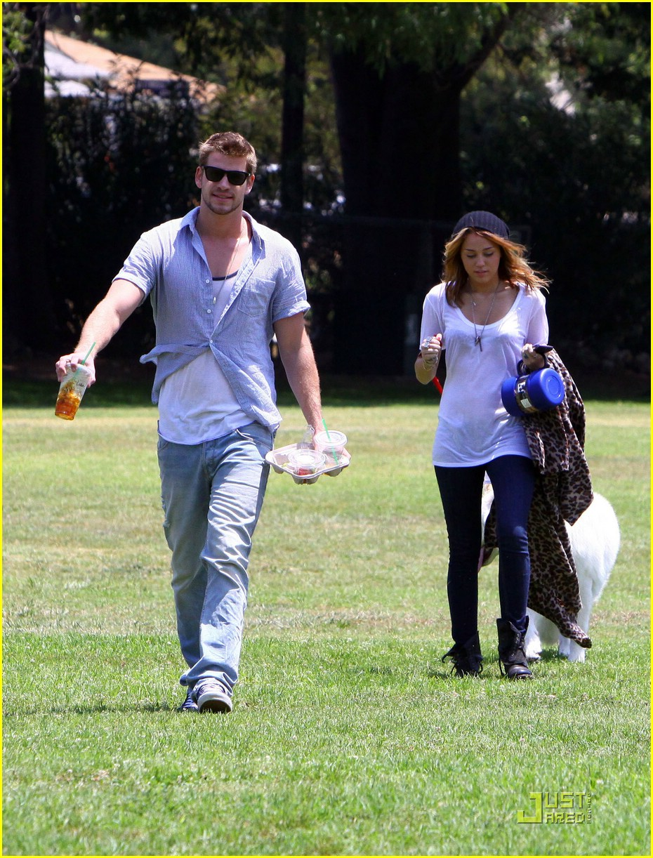 miley cyrus liam hemsworth togos 14