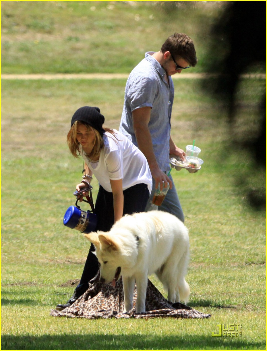 miley cyrus liam hemsworth togos 17