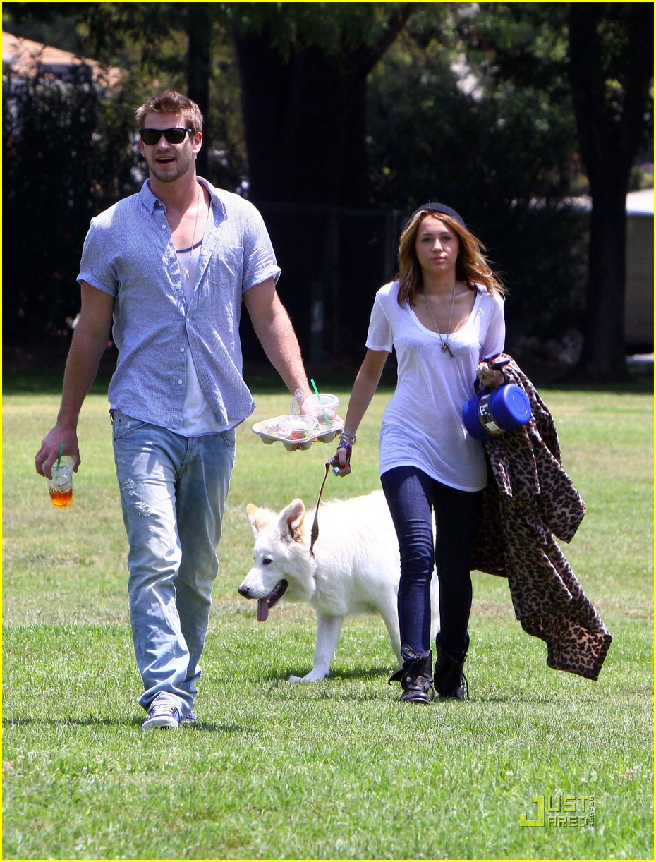 miley cyrus liam hemsworth togos 19