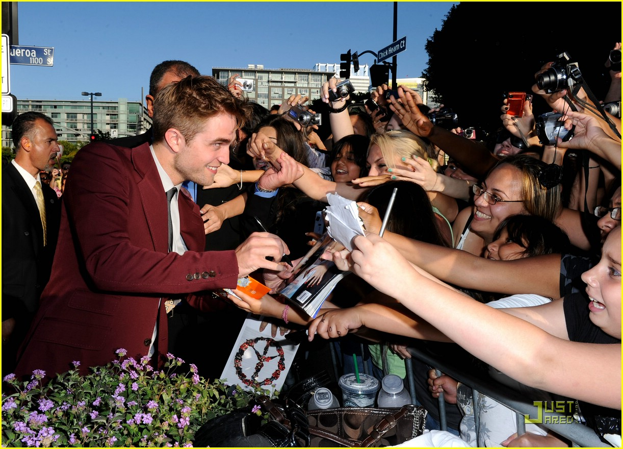 robert pattinson eclipse premiere 03