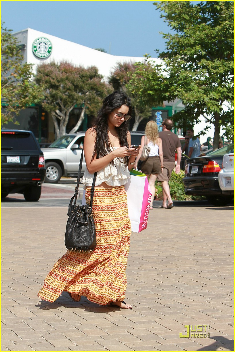 vanessa hudgens cross creek 02