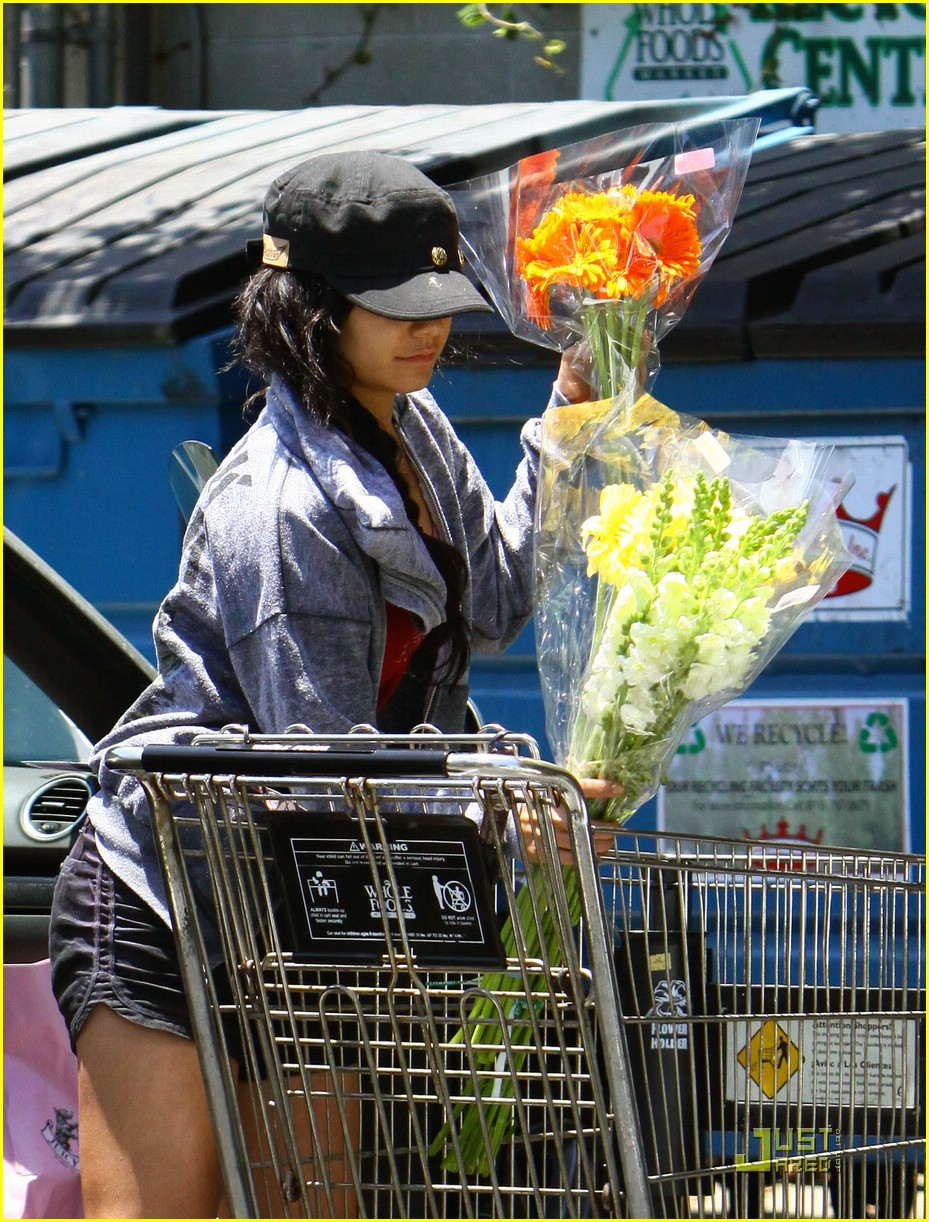 vanessa hudgens whole foods 01