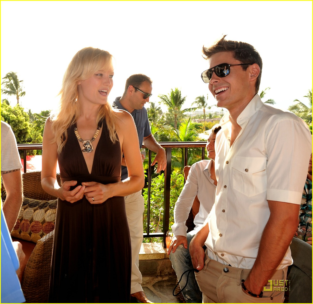 zac efron shining star award maui 10