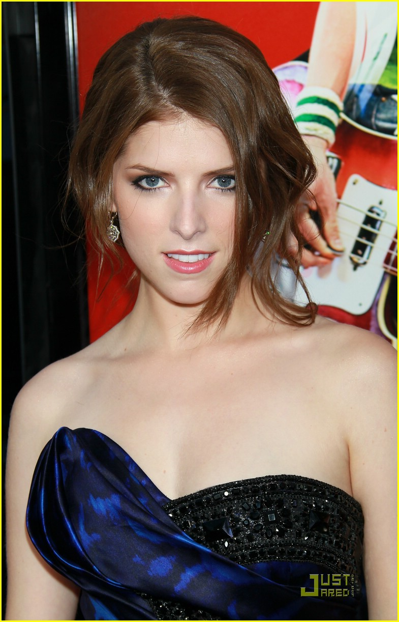 anna kendrick pilgrim premiere 09
