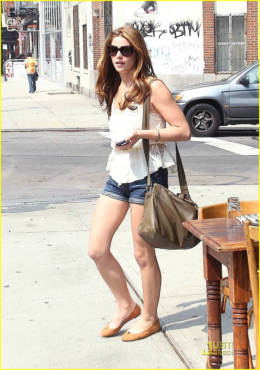ashley greene big apple deli 10