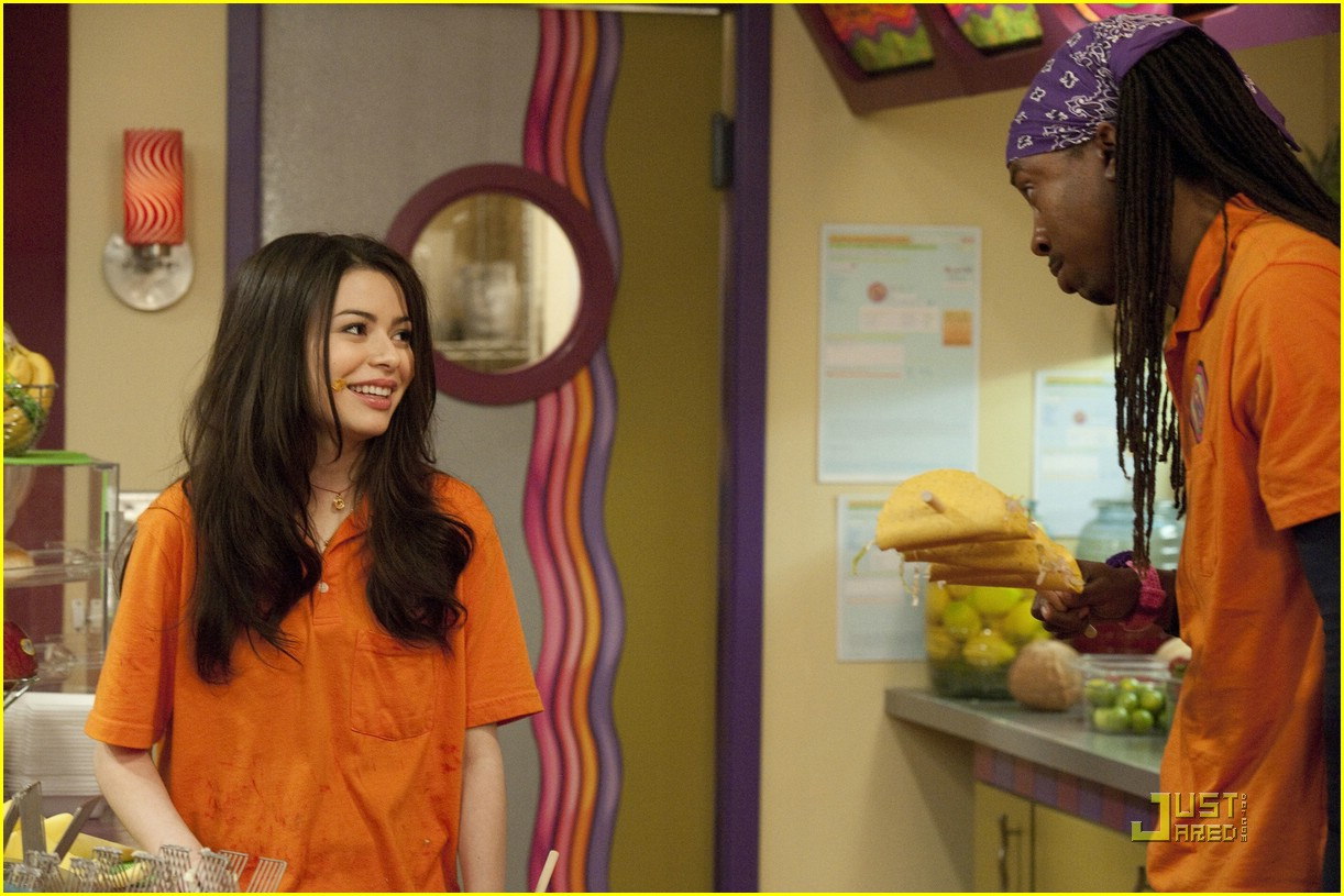 miranda cosgrove icarly hot room 03