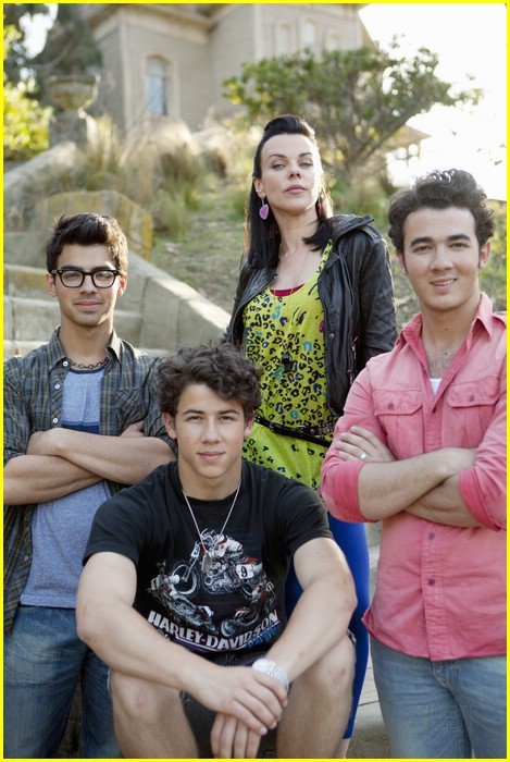 jonas brothers debi mazar 09