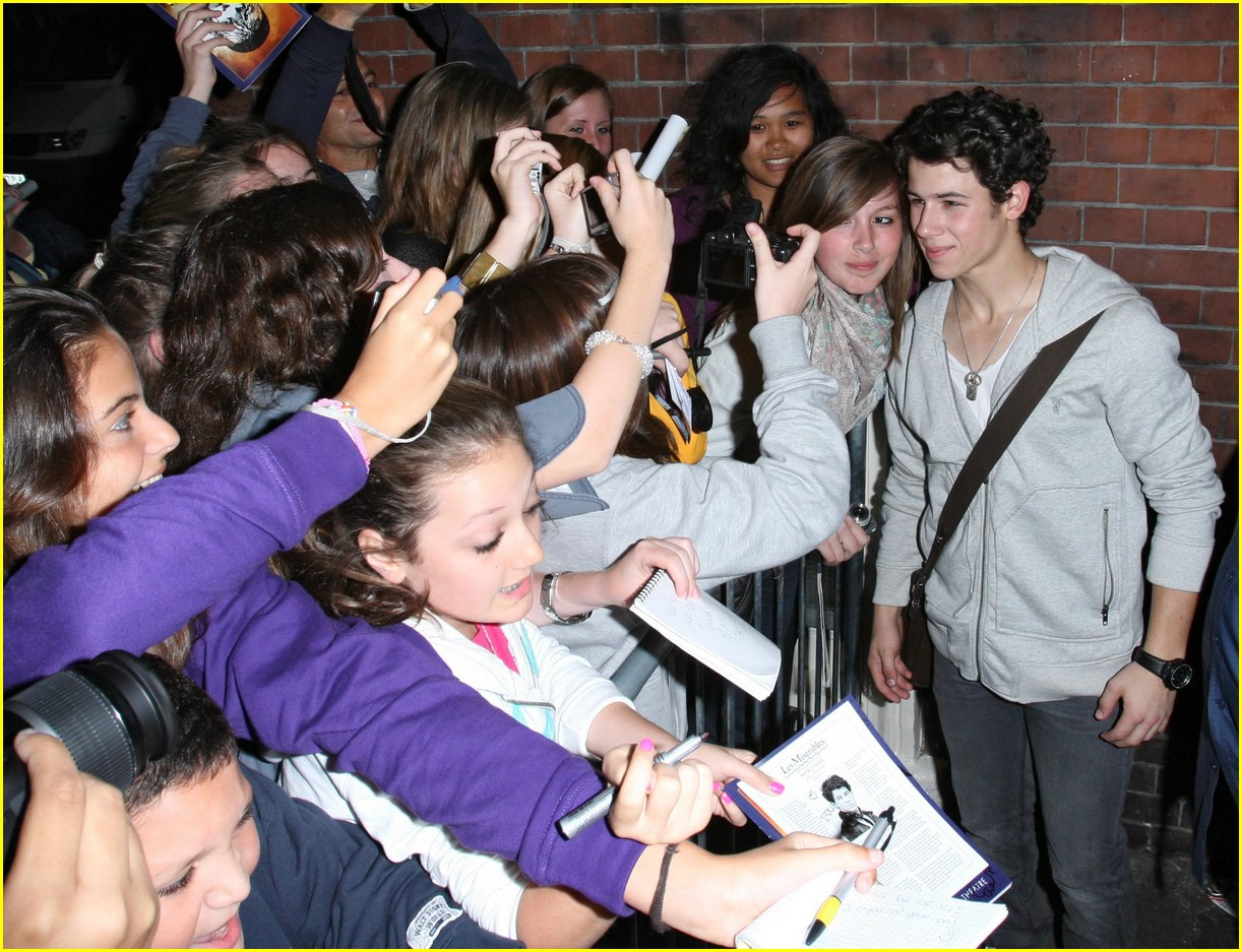 nick jonas queens theater 06