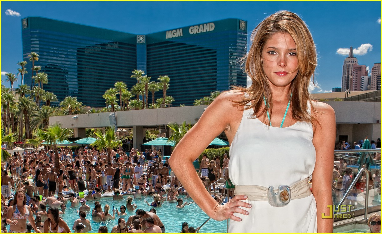 Ashley greene wet republic pool party photo 381043 for Pool show vegas
