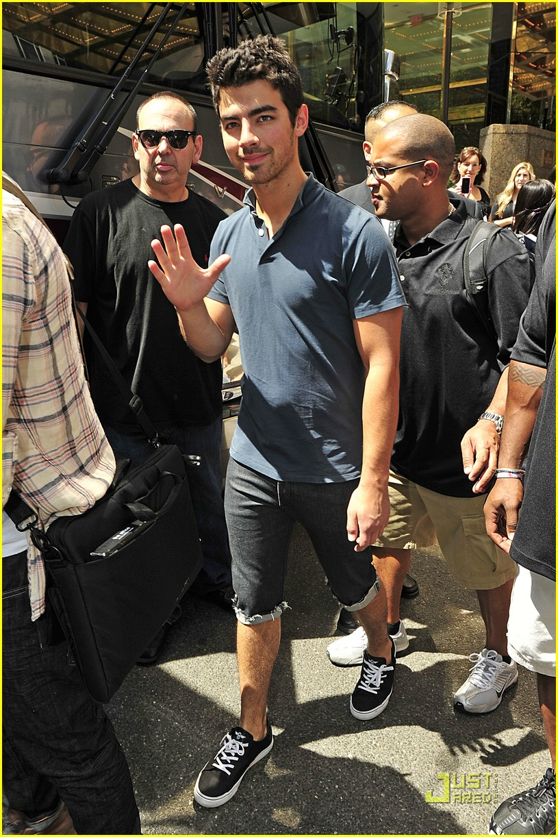 joe jonas birthday dog 03