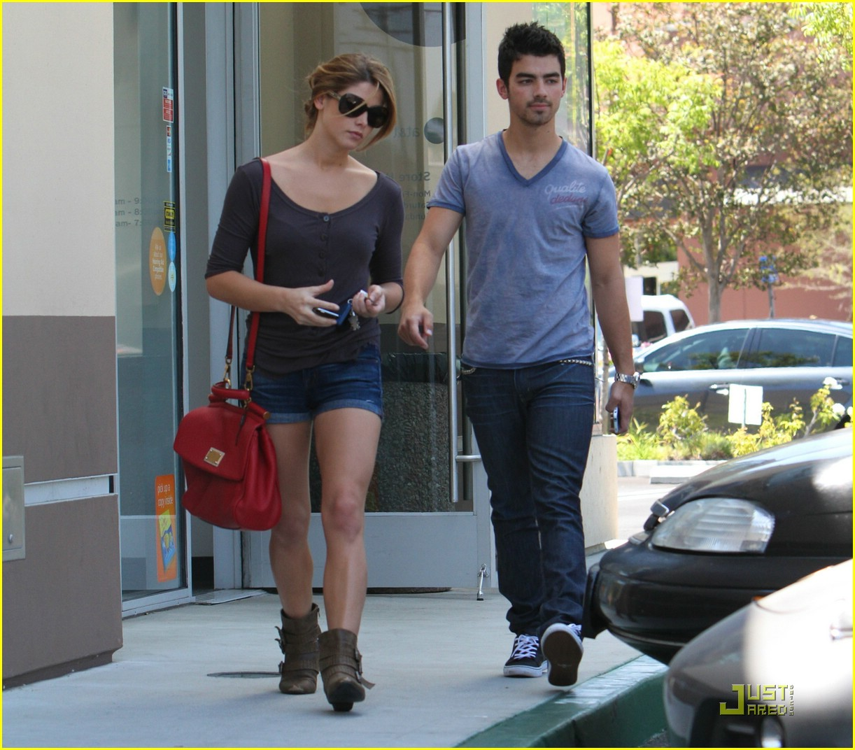 ashley greene joe jonas coffee 01