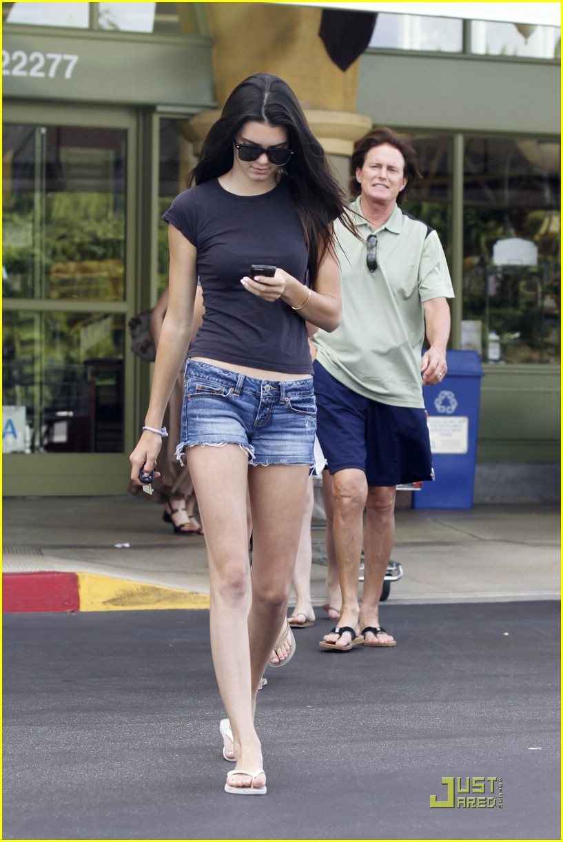 kendall kylie jenner whole foods 20