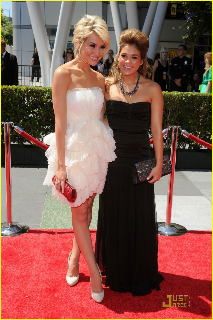 nicole anderso chelsea staub creative arts emmys 09