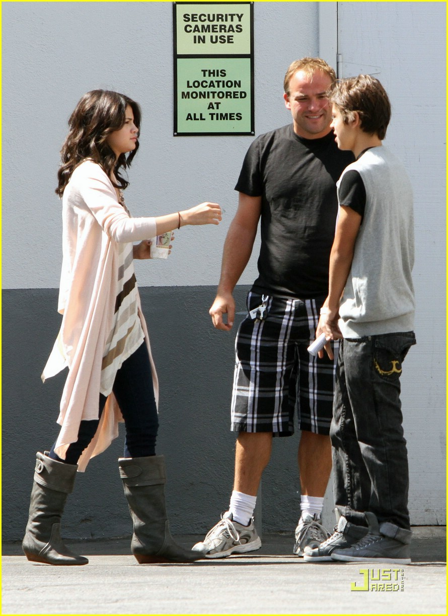 Selena Gomez  amp  Jake T  Austin  Hugs  Hugs  Hugs Jake T Austin And Selena Gomez Hugging