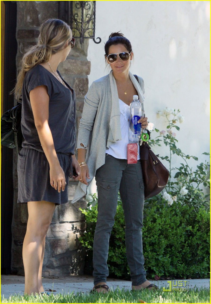 ashley tisdale aly michalka vancouver 15