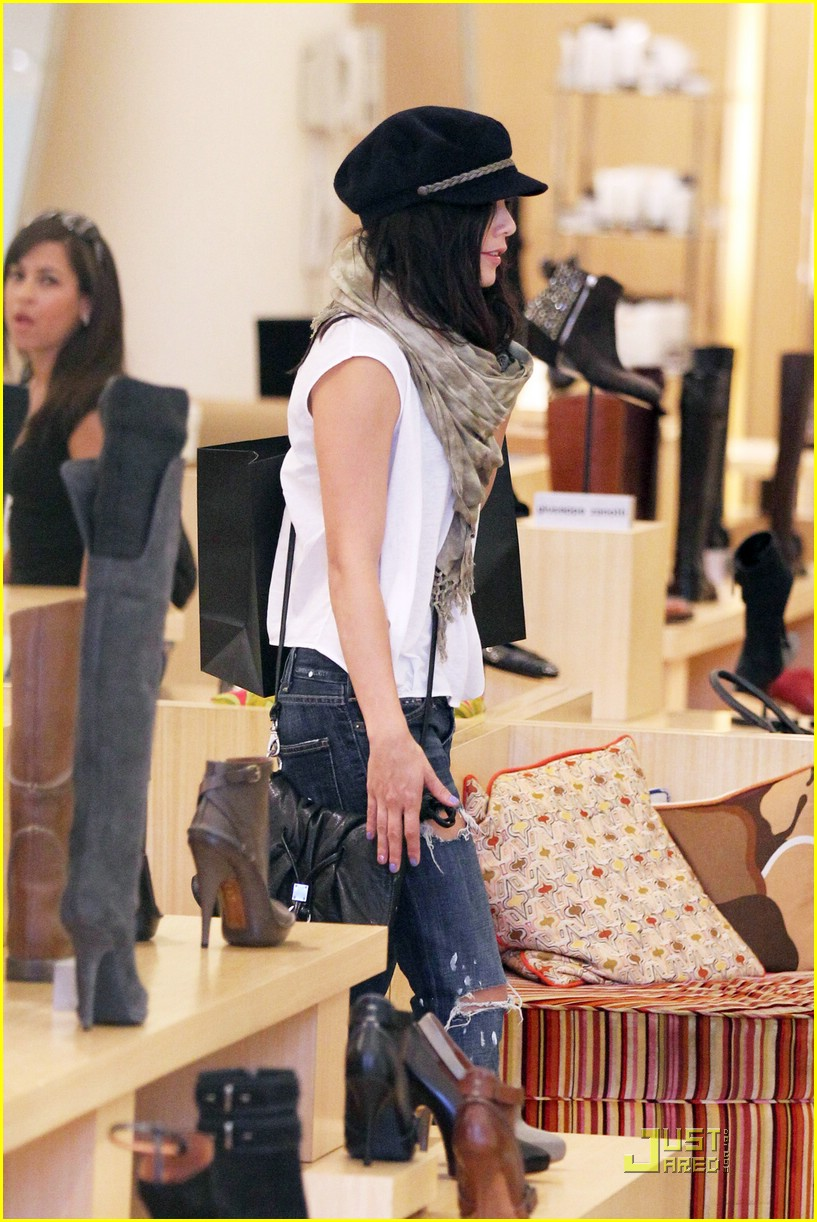 vanessa hudgens shoe shopper 06