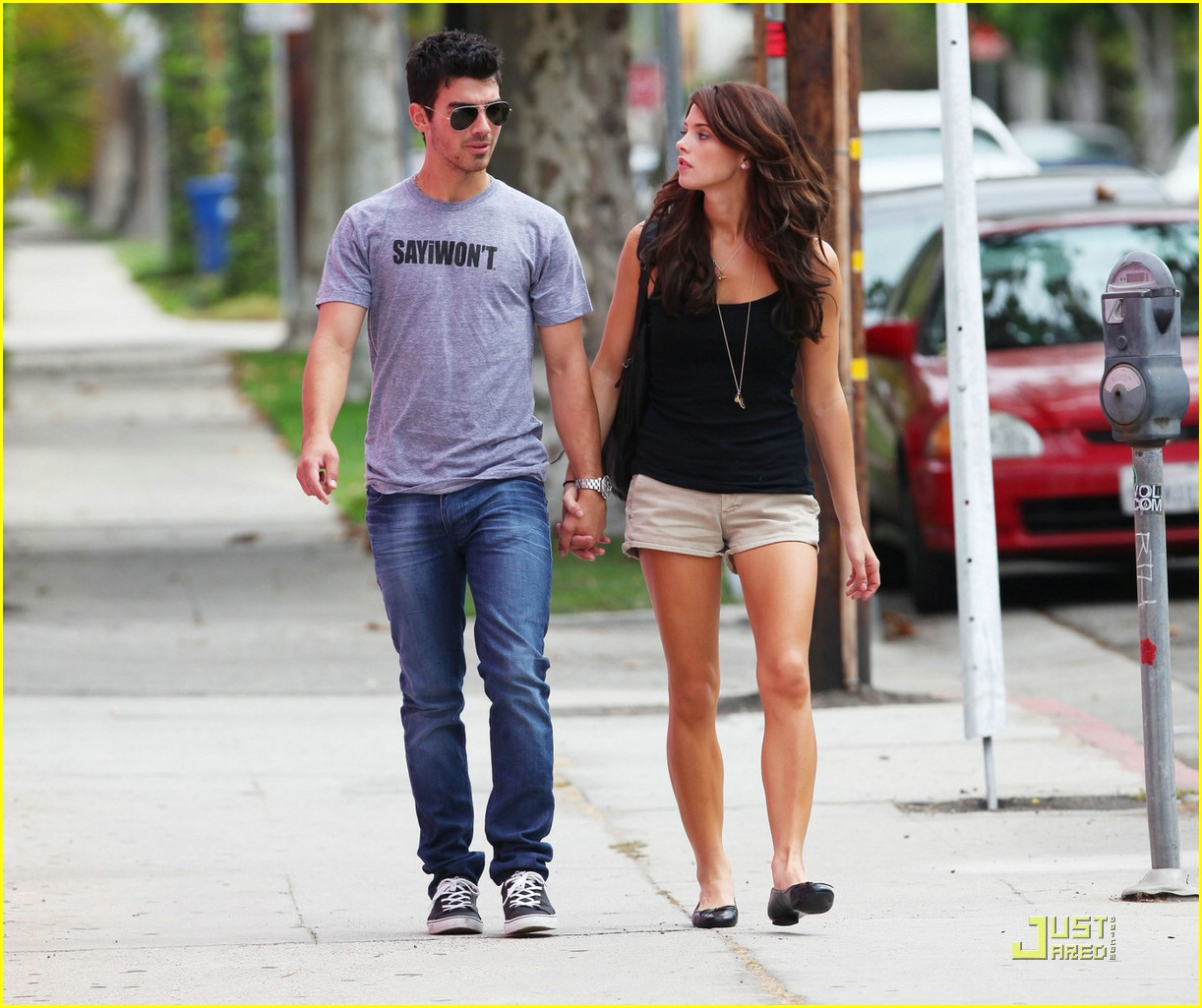 joe jonas ashley greene frankie bday 01
