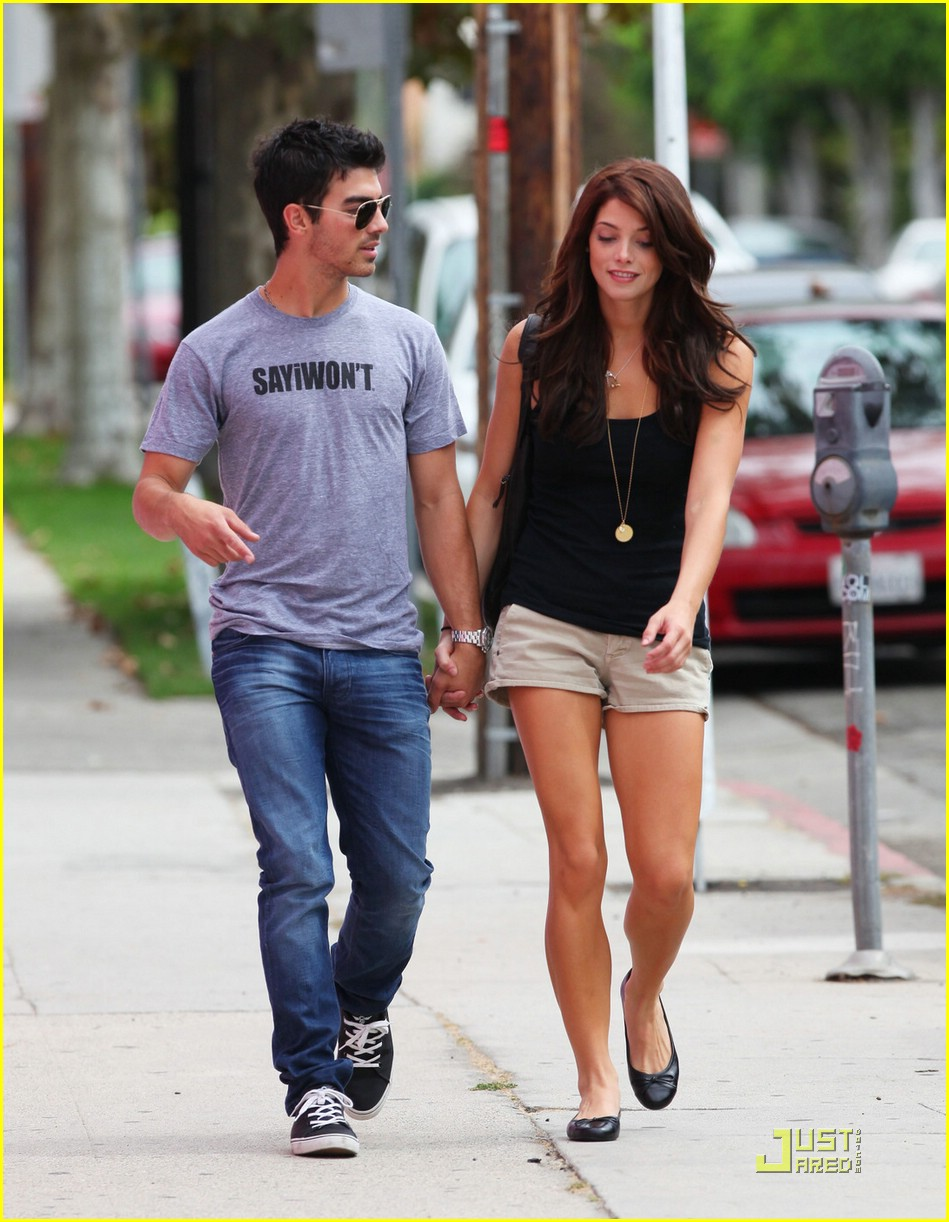 joe jonas ashley greene frankie bday 15