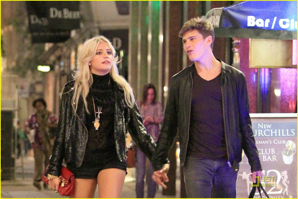 pixie lott oliver cheshire stroll 02