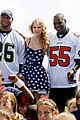 Taylor-play60 taylor swift saints march in 01