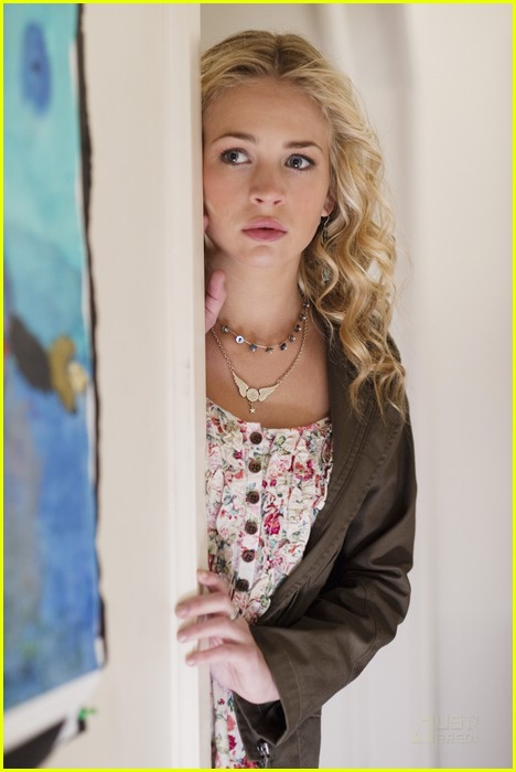 brittany robertson sword fighting avalon high 01