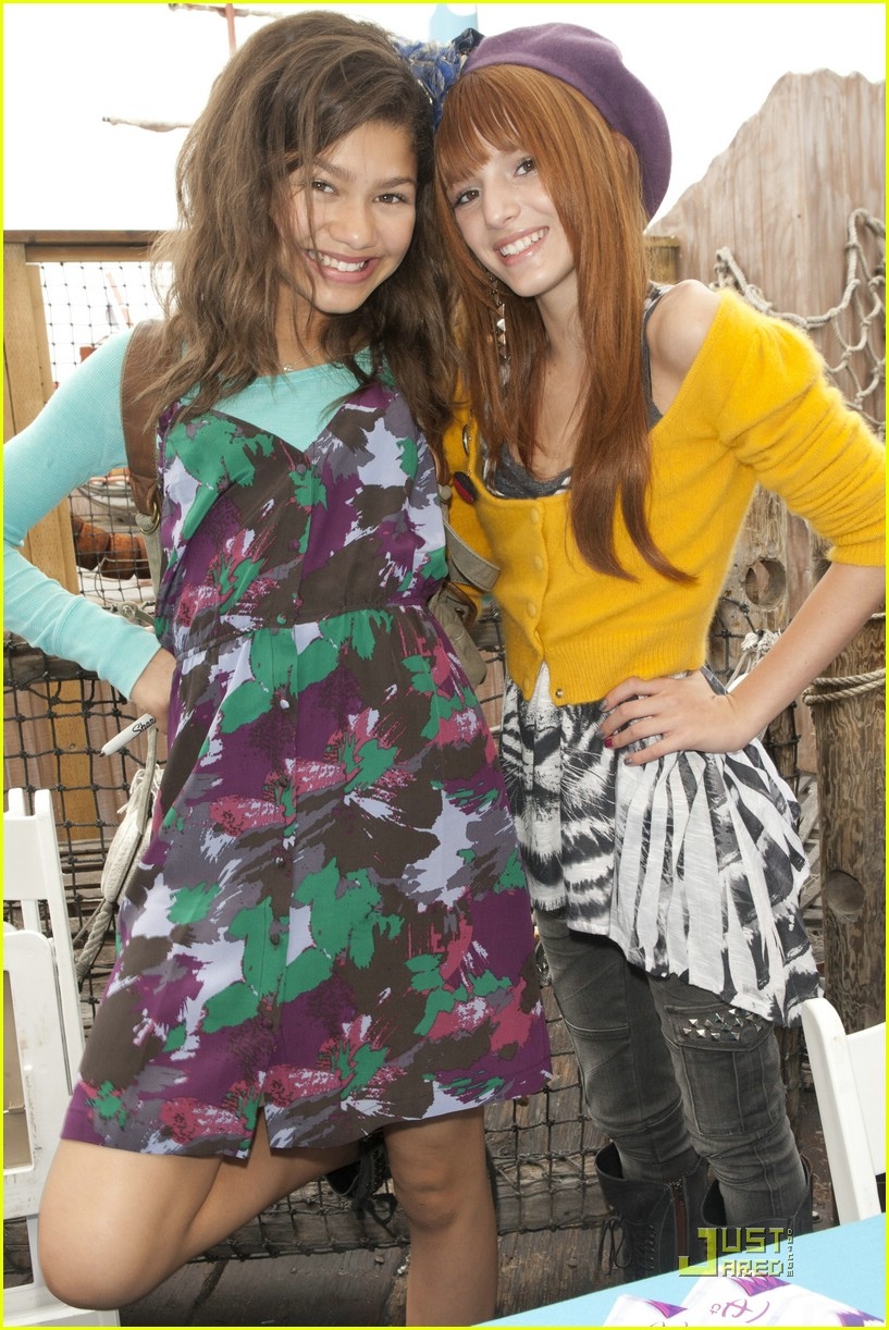 bella thorne zendaya shake pier 06
