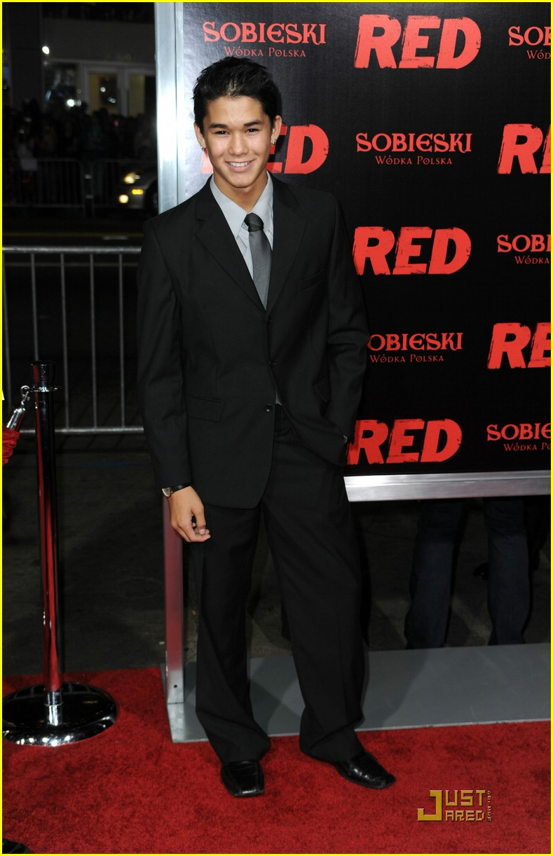 booboo stewart red premiere 01