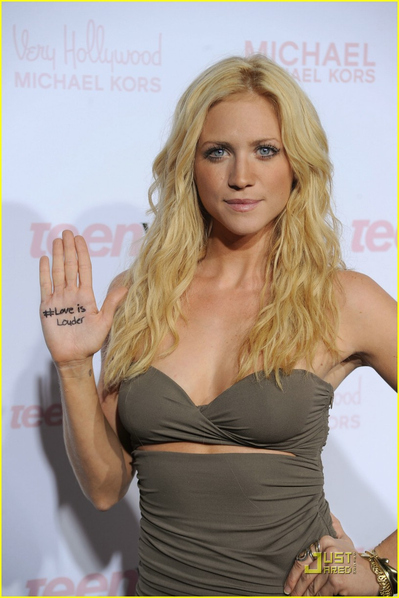 brittany snow ryan love louder 03