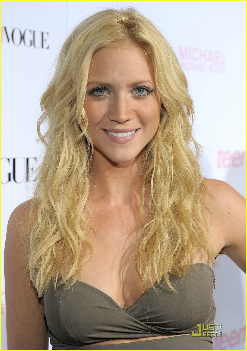 Brittany Snow earned a  million dollar salary, leaving the net worth at 7.5 million in 2017