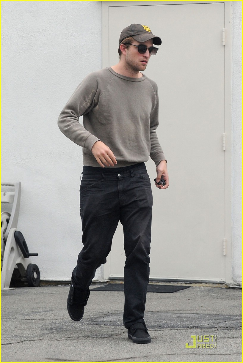 robert pattinson grey sweater 03