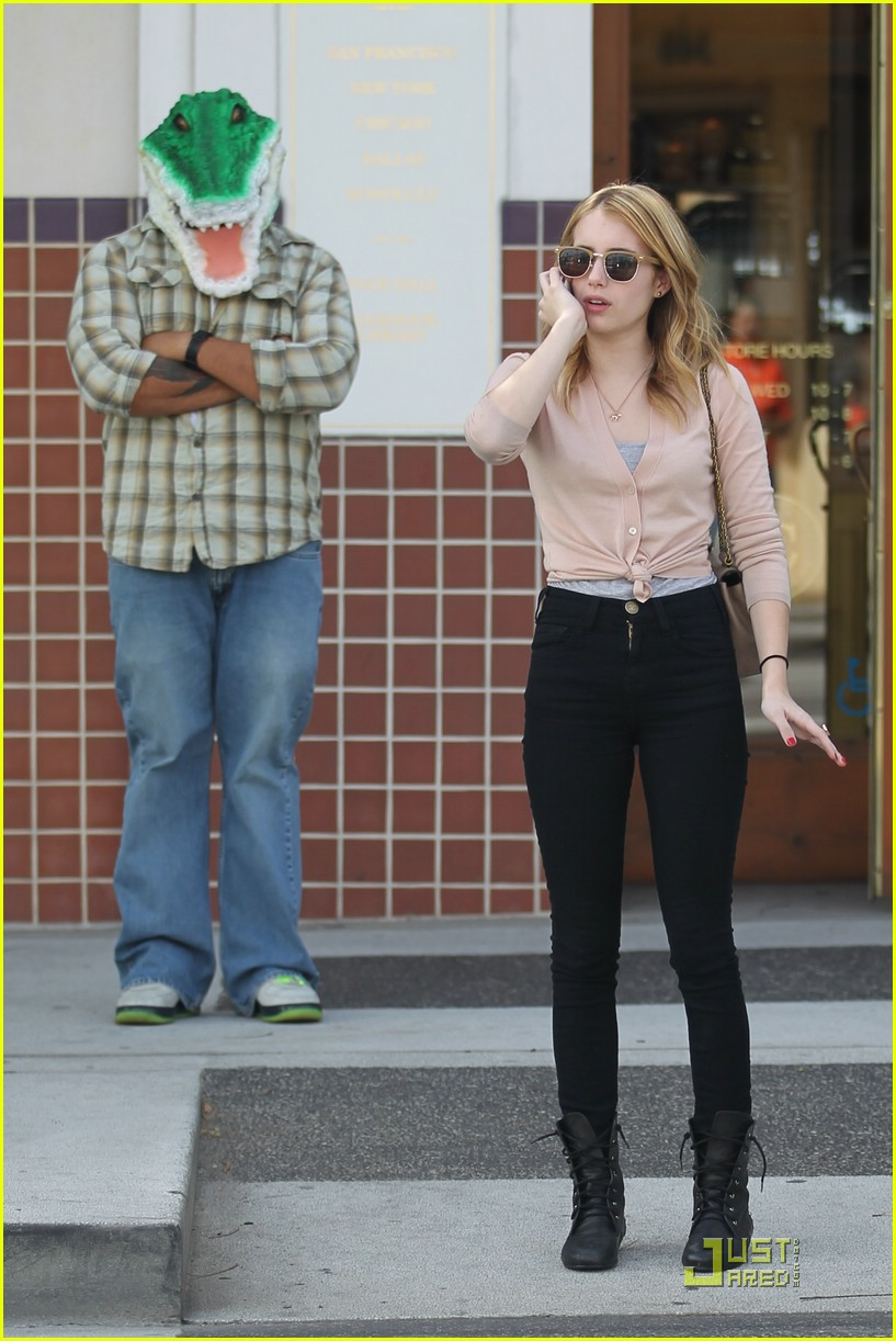 emma roberts shop croc 01